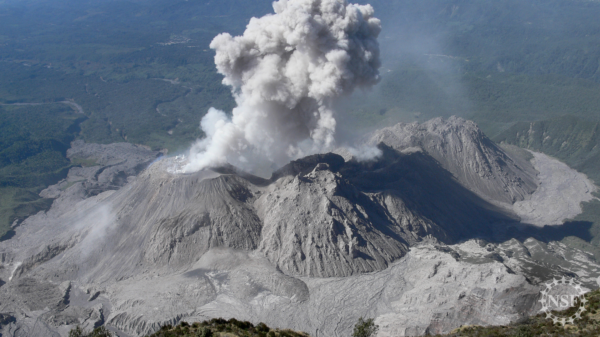 the volcano Caliente lava dome erupts